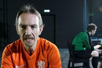 Johan (Nicolaas Buitenhuis) ist ein homosexueller Fußballer