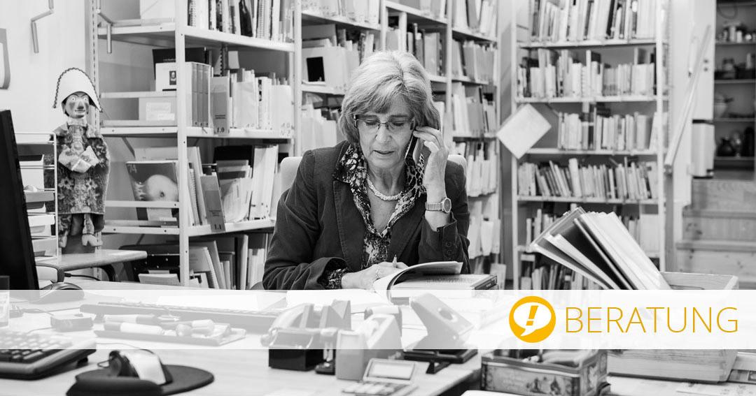 Beratung Theater- und Spielberatung: Frau Wollenberg am Telefon