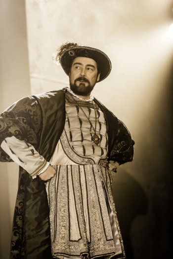 """Nathaniel Parker as King Henry VIII as he appears in the RSC's """"Wolf Hall"""" (Photo credit: Johan Persson)"""
