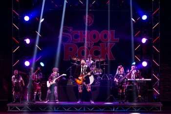 "Alex Brightman and the kids of ""School of Rock"" (Photo credit: Matthew Murphy)"