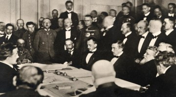 Signature du traité de paix séparée de Brest-Litovsk (mars 1918)