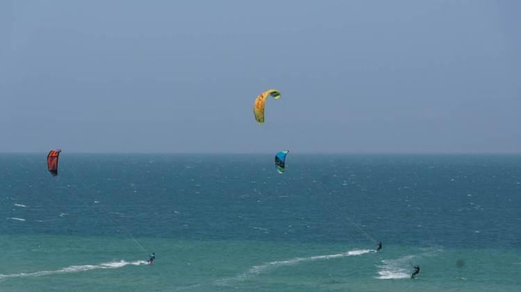 Kitesurfers dans les environs de Dakhla