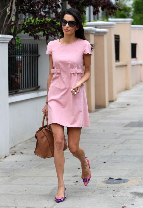 01-amal-alamuddin-pink-babydoll-dress-outfit-h724