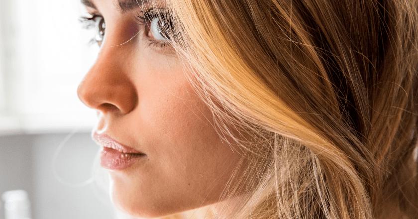 Trend hair and beauty per la per questa stagione: parola d'ordine sunstripping