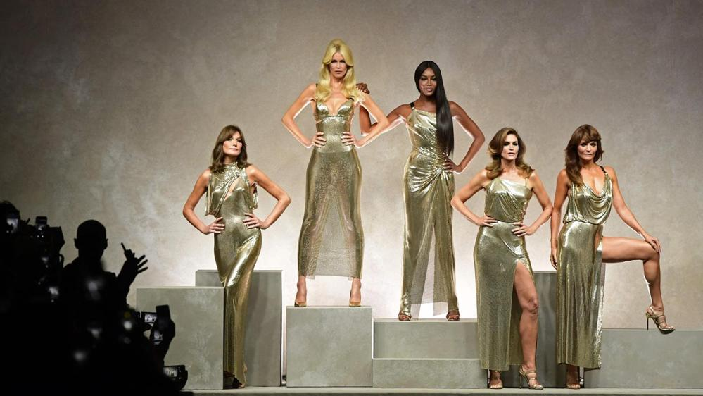 MFW SS18: Super top degli anni '90 per Versace e principesse per Armani