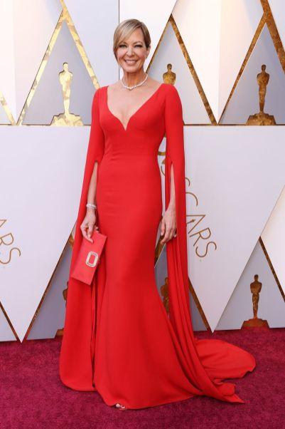 Allison Janney in Reem Acra, borsa Roger Vivier, scarpe Jimmy Choo agli Oscars 2018, LA