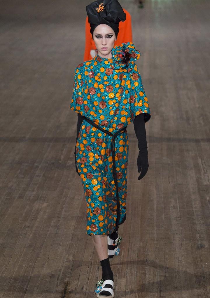 Copritevi la testa: il foulard è tornato di moda!