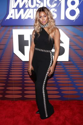 Laverne Cox in Rachel Zoe agli iHeartRadio Music Awards, California