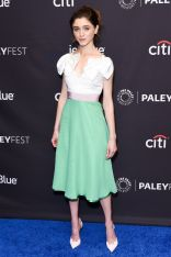 Natalia Dyer in Delpozo al PaleyFest, Hollywood