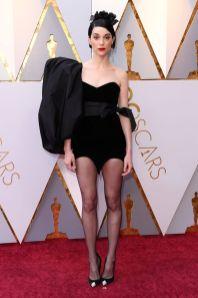 St Vincent in Saint Laurent agli Oscars 2018, LA