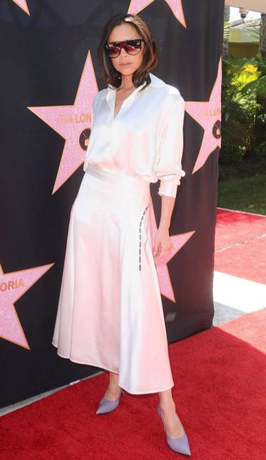 Victoria Beckham in una sua creazione alla Hollywood Walk Of Fame luncheon, Los Angeles
