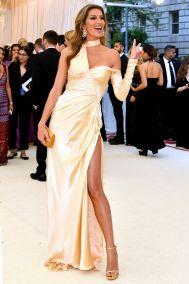 Gisele Bundchen in Versace al Met Gala 2018