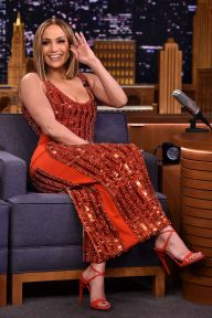 Jennifer Lopez in David Koma e sandali Giuseppe Zanotti al The Tonight Show