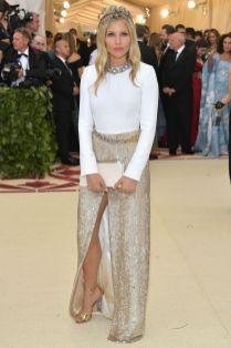 Sienna Miller in Louis Vuitton al Met Gala 2018