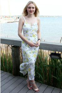 Dakota Fanning in Cinq à Sept al DuJour's Memorial Day party , New York.
