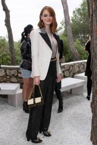 Emma Stone in Louis Vuitton al Louis Vuitton Cruise 2019 show, France