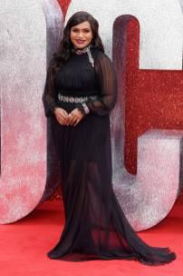 Mindy Kaling in Alberta Ferretti e gioielli Cartier all''Ocean's 8' film premiere, London