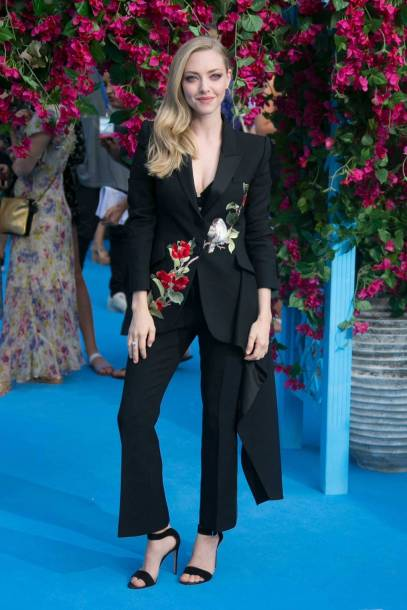 Amanda Seyfried in Alexander McQueen alla 'Mamma Mia! Here We Go Again' film premiere, London