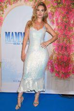Lily James in Saloni e sandali Jimmy Choos alla premiere of Mamma Mia! Here We Go Again, Stoccolma