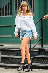 Taylor Swift con gli stivali Tod's, New York.