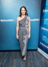 Ruth Wilson in Carolina Herrera al 'Sandyland' at SiriusXM Studios, New York