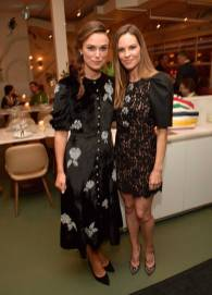 Keira Knightley e Hilary Swank al The Hollywood Reporter x Hudson's Bay celebrate 'Colette' and 'What They Had', Toronto