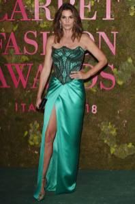 Cindy Crawford in Versace ai Green Carpet Fashion Awards, Milan Fashion Week