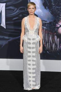 Michelle Williams in Louis Vuitton alla premiere of Venom, California