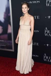 Rosamund Pike in Dior alla 'A Private War' Premiere, Los Angeles