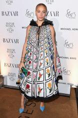 Adwoa Aboah in Mary Katrantzou e sandali Manolo Blòahnik ai Harper's Bazaar Women of the Year Awards 2018