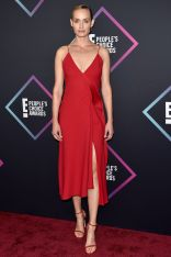 Amber Valletta in Victoria Beckham ai People's Choice Awards