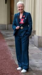 Emma Thompson in Stella McCartney al Buckingham Palace Investiture Ceremony, London