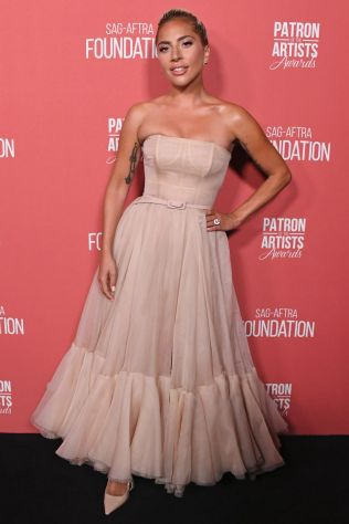 Lady Gaga in Dior Couture ai Patron Of The Artists Awards, Beverly Hills