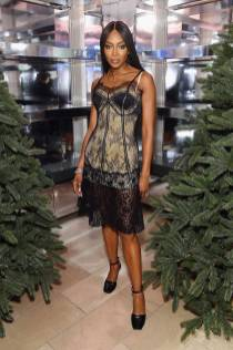 Naomi Campbell in Burberry al Burberry Christmas Campaign Launch, New York