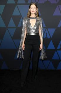 Rosamund Pike in GIvenchy ai The Governors Awards, Hollywood