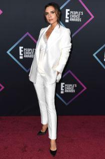 Victoria Beckham in una sua creazione ai People's Choice Awards