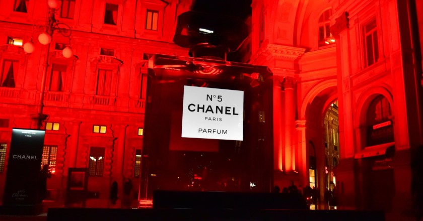 Chanel N°5, Milano e The Red Tram Tour