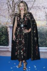 Emily Blunt in Zuhair Murad, scarpe Gianvito Rossi gioielli Lorraine Schwartz alla Mary Poppins Returns Paris screening.