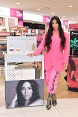 Kim Kardashian West in Ashley Williams all'ULTA Beauty, Calabasas