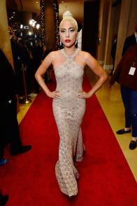 Lady Gaga in Azzedine Alaia alla 32nd American Cinematheque Award Presentation Honoring Bradley Cooper, Beverly Hills