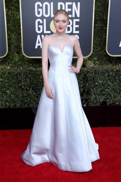 Dakota Fanning in Armani Privè ai Golden Globes 2019