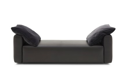 FF Halston bench front with cushions
