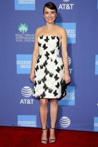 Linda Cardellini in Monique Lhillier e gioielli APM Monaco al Palm Springs International Film Gala