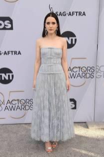 Rachel Brosnahan in Dior Haute COuture e sandali Jimmy Choo ai SAG Awards 2019