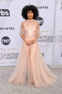 Yara Shaddi in Fendi Couture e gioielli Cartier ai SAG Awards 2019