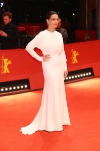 Juliette Binoche in Burberry alla premiere di 'Elisa y Marcela' alla 69th Berlinale Film Festival in Berlin