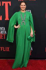 Drew Barrymore in SemSem, scarpe Saint Laurent alla premiere of Santa Clarita Diet.