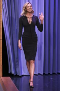 Karlie Kloss in Tom Ford LBD al The Tonight Show