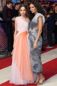 Thandie Newton in Mary Katrantzou, con la figlia Nico Parker in Carolina Herrera alla premiere di Dumbo, London