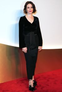 Claire Foy con gioielli Cartier al Cartier event, Paris